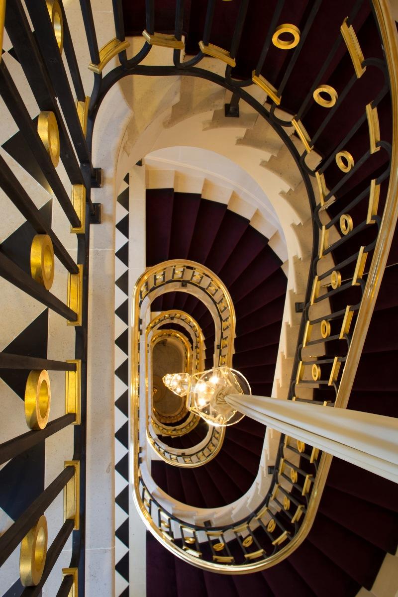 La reserve paris hotel escalier blog d 39 h tel paris for Reserver un hotel a paris