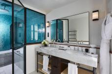 le-roch-hotel-spa-suite-bien-tre-avec-hammam-salle-de-bain-53830-1600-900-auto